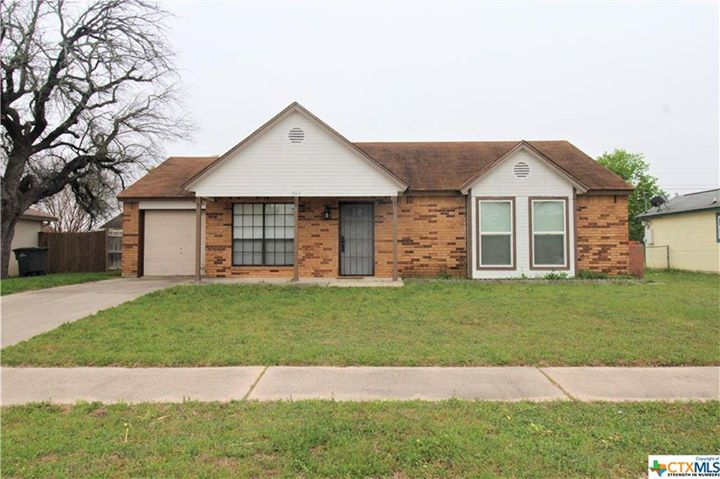 Move in Ready and recently renovated home in an established neighborhood! 3 bed |…