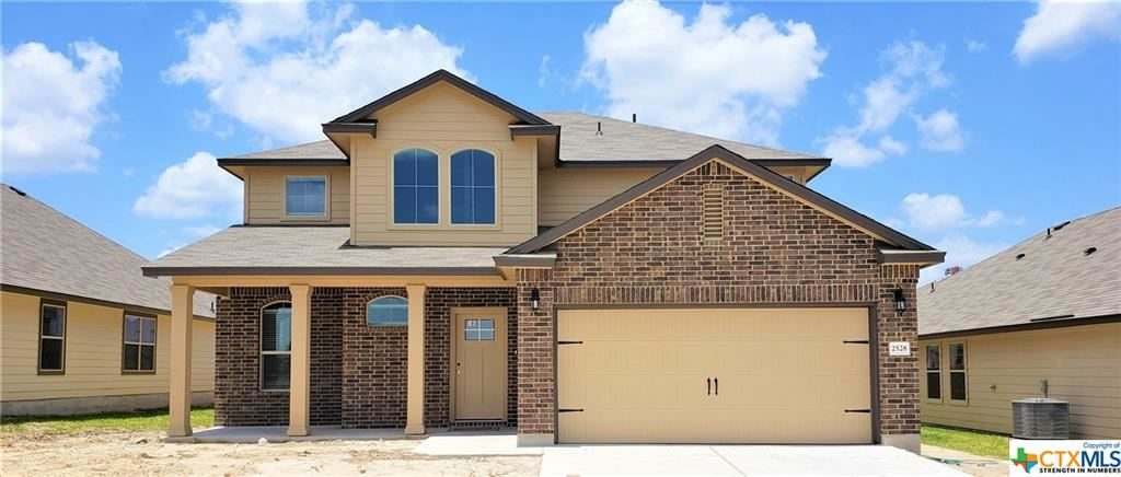 This is a new home construction that offers 2,572 square feet of living area…